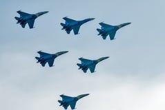 Teamwork von russischen Rittern der Kämpfer SU-27 Lizenzfreie Stockfotos