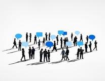 Teamworkanförande för globala kommunikationer bubblar begrepp Arkivfoto