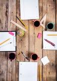 Teamzusammenarbeitskonzept Unternehmensplanung mit Kaffee und Büroartikel Lizenzfreie Stockfotografie