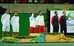 Tean Румыния (l), команда Испания Марк Lopez и Рафаэль Nadal Испании и команда США во время церемонии медали после двойников люде Стоковые Изображения