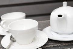 teapot δύο φλυτζανιών λευκό Στοκ εικόνες με δικαίωμα ελεύθερης χρήσης