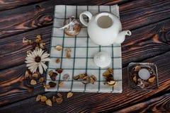 Teapot και μπισκότα Στοκ Φωτογραφίες