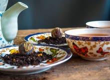Teapot μαύρη τσαγιού πράσινη σφαίρα τσαγιού πινάκων τσαγιού παλαιά Στοκ εικόνες με δικαίωμα ελεύθερης χρήσης