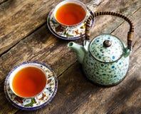 Teapot μαύρο τσαγιού πράσινο φλυτζάνι τσαγιού πινάκων τσαγιού παλαιό Στοκ φωτογραφία με δικαίωμα ελεύθερης χρήσης