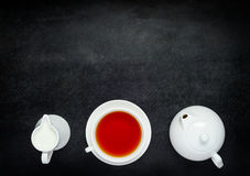 Teapot με το τσάι φλυτζανιών και γάλα στη διαστημική περιοχή αντιγράφων Στοκ Εικόνες