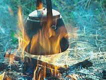 Teapot στην πυρκαγιά Στοκ φωτογραφία με δικαίωμα ελεύθερης χρήσης