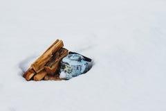Teapot στο χιόνι στοκ εικόνα με δικαίωμα ελεύθερης χρήσης