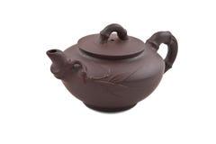 Teapot cerâmico de Brown com ornamento de bambu Foto de Stock