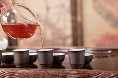 Teapot, copos e uma seleção de chás vermelhos Imagem de Stock Royalty Free