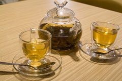 Teapot and cups with tea Royalty Free Stock Photos