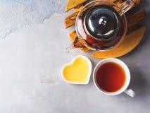 Teapot czerwona herbata i miód Fotografia Stock