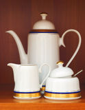 Teapot da porcelana e bacia de açúcar Foto de Stock Royalty Free