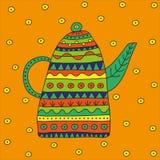 Teapot dla ziołowej herbaty z jaskrawymi etnicznymi ornamentami na pomarańczowym tle Fotografia Royalty Free