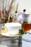Teapot e copo de chá Foto de Stock Royalty Free