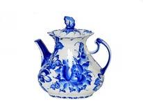 teapot Gzhel Gzel, Gjel eller blått och vitt porslin kommer endast från den pittoreska byn, 30 mil av Moskva arkivbild