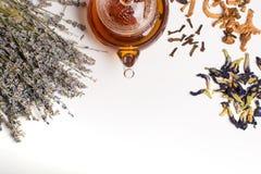 Teapot i ziołowa kolekcja fotografia stock