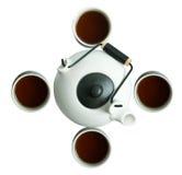 Teapot japonês com os copos no fundo branco Foto de Stock