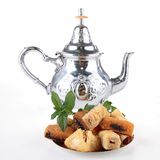 Teapot och bakelse Arkivfoton