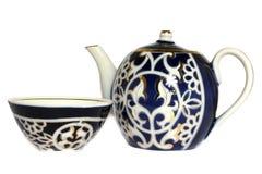 Teapot och dricka bunke för grön tea arkivfoto