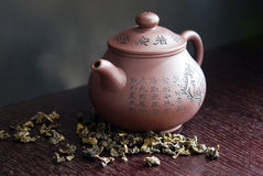 teapot and tea leaf on wooden table Stock Photography