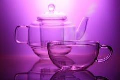 Teapot vazio com vapor e copo Imagem de Stock Royalty Free