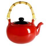 Teapot vermelho com um punho de bambu Fotografia de Stock