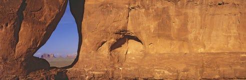 Teardrop okno, Pomnikowa dolina, zmierzch, Arizona Fotografia Stock