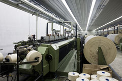 Teares de matéria têxtil. fotografia de stock