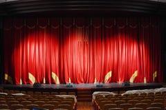 teater för etapp för show för begreppsgardinpresentation röd Arkivfoton