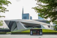 Teater för Guangzhou gränsmärkeGuangzhou tusen dollar Blått glass gardinfält, ett unikt utseende av teatern Royaltyfri Bild