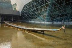 Teater för Guangzhou gränsmärkeGuangzhou tusen dollar Blått glass gardinfält, ett unikt utseende av teatern Royaltyfri Fotografi