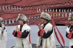 teater för kinesisk minoritet för skådespelarear utomhus- Royaltyfri Foto