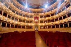 Teater, inre sikt, arena och balkonger Arkivfoto
