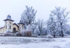 Teaterarenan nära parkerar ledsna Janka Krala, vinterlynnet, Bratislava royaltyfri bild