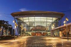 Teaterbyggnaden i Ashdod i aftonen Fotografering för Bildbyråer