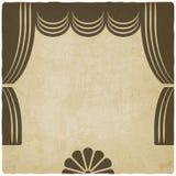 Teateretapp med gammal bakgrund för gardiner Arkivbilder