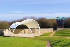 Teatern för öppen luft i härligt parkerar i vår Royaltyfria Foton