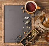 Teatime en bord, boven mening stock foto's