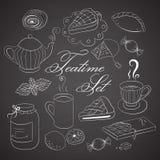 Teatime Handdrawn ajustado no quadro preto Imagens de Stock