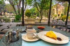Teatime przy ogródem sen fotografia stock