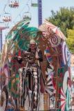 Teatralnie cyrkowego wykonawcy wiertnica Gilday Fotografia Stock