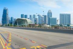 Teatri Singapore del lungomare dei grattacieli della strada immagini stock