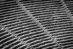 Teatro antigo Epidaurus, opinião do close-up de Argólida, Grécia em fileiras em B&W Imagem de Stock Royalty Free
