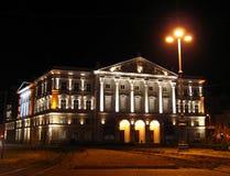 Teatro Arad del estado por Night - Rumania Fotos de archivo