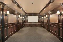 Teatro casero con las paredes artesonadas madera fotos de archivo libres de regalías