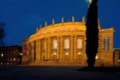 Teatro da ópera de Estugarda na noite imagens de stock