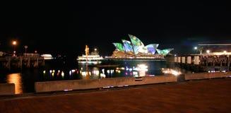 Teatro da ópera de Sydney, Austrália de Quay circular Fotos de Stock Royalty Free