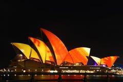Teatro da ópera de Sydney com iluminação do festival. Fotos de Stock