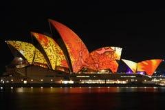 Teatro da ópera de Sydney com iluminação do festival. Fotografia de Stock