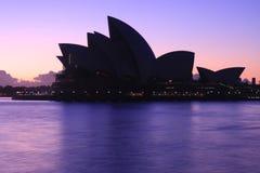 Teatro da ópera de Sydney no alvorecer. Fotografia de Stock